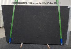 Lieferung geschliffene Unmaßplatten 3 cm aus Natur Kalkstein BELGIAN BLUE LIMESTONE 1080. Detail Bild Fotos
