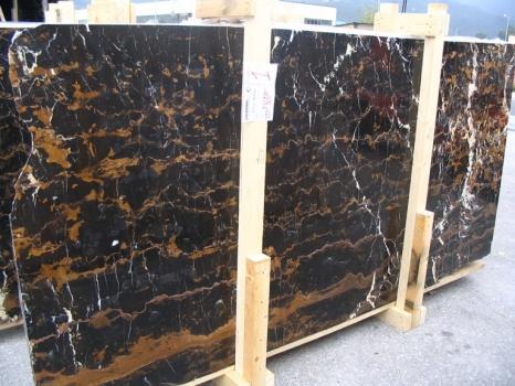 Lieferung polierte Unmaßplatten 2 cm aus Natur Marmor BLACK AND GOLD E-41106. Detail Bild Fotos