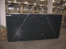 Lieferung polierte Unmaßplatten 3 cm aus Natur Labradorit BLUE PEARL GT C-16831. Detail Bild Fotos