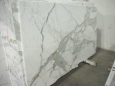 Lieferung polierte Unmaßplatten 2 cm aus Natur Marmor CALACATTA ORO EDM24267. Detail Bild Fotos