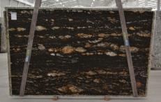 Lieferung polierte Unmaßplatten 3 cm aus Natur Granit MAGMA BQ01825. Detail Bild Fotos