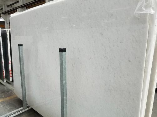 Lieferung polierte Unmaßplatten 3 cm aus Natur Marmor OPAL WHITE 7330M. Detail Bild Fotos