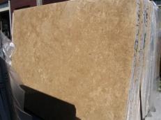 Lieferung polierte Unmaßplatten 2 cm aus Natur Travertin TRAVERTINO NOCE EDM25107. Detail Bild Fotos