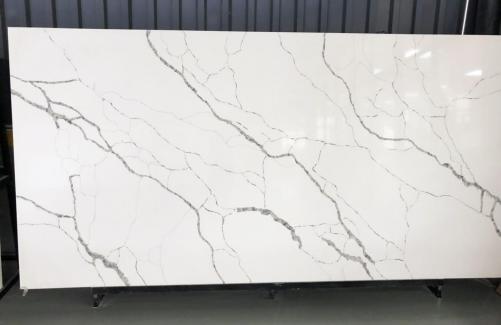 Lieferung polierte Unmaßplatten 2 cm aus künstlichem Aglo Quarz TUARIETTO V7001 V7001. Detail Bild Fotos