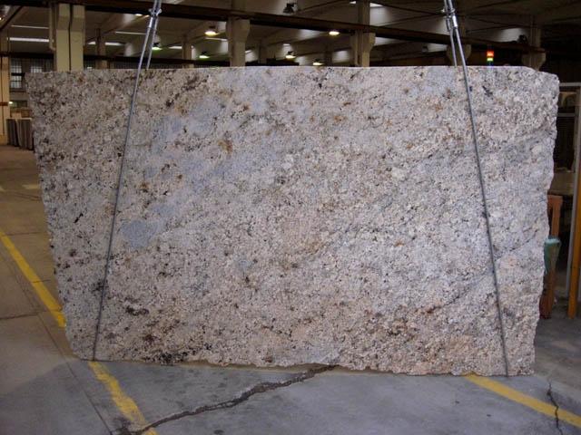 AFRICAN BEIGE polierte Unmaßplatten CV-18734 aus Natur Granit: Lieferung Veneto, Italien