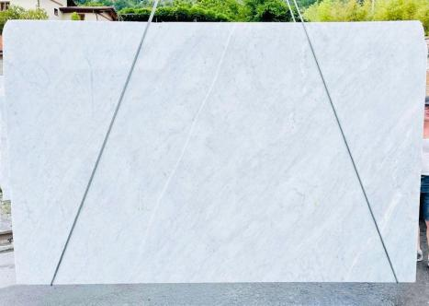 BIANCO CARRARA C rohe Unmaßplatten D210930 aus Natur Marmor , Bnd08: Lieferung Veneto, Italien