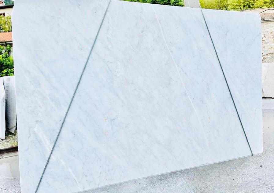 BIANCO CARRARA C rohe Unmaßplatten D210930 aus Natur Marmor , Bnd09: Lieferung Veneto, Italien