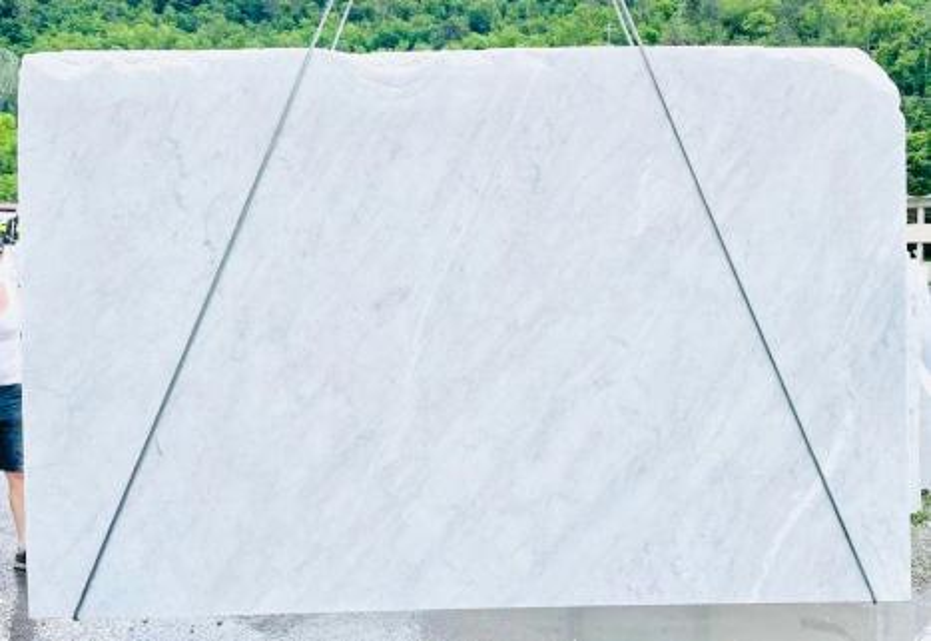BIANCO CARRARA C rohe Unmaßplatten D210930 aus Natur Marmor , Bnd10: Lieferung Veneto, Italien