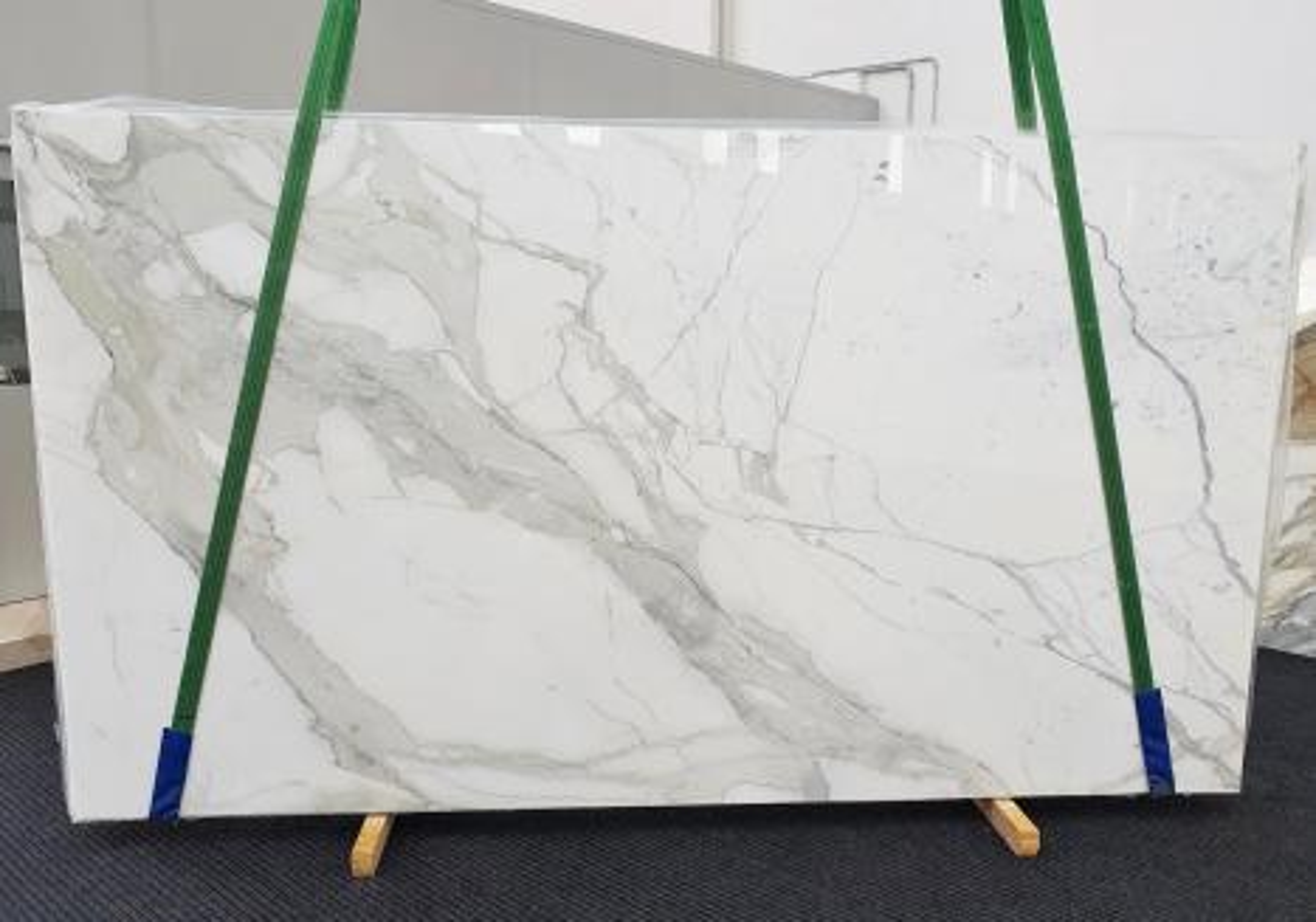 CALACATTA EXTRA polierte Unmaßplatten 1377 aus Natur Marmor , Slab #54: Lieferung Veneto, Italien