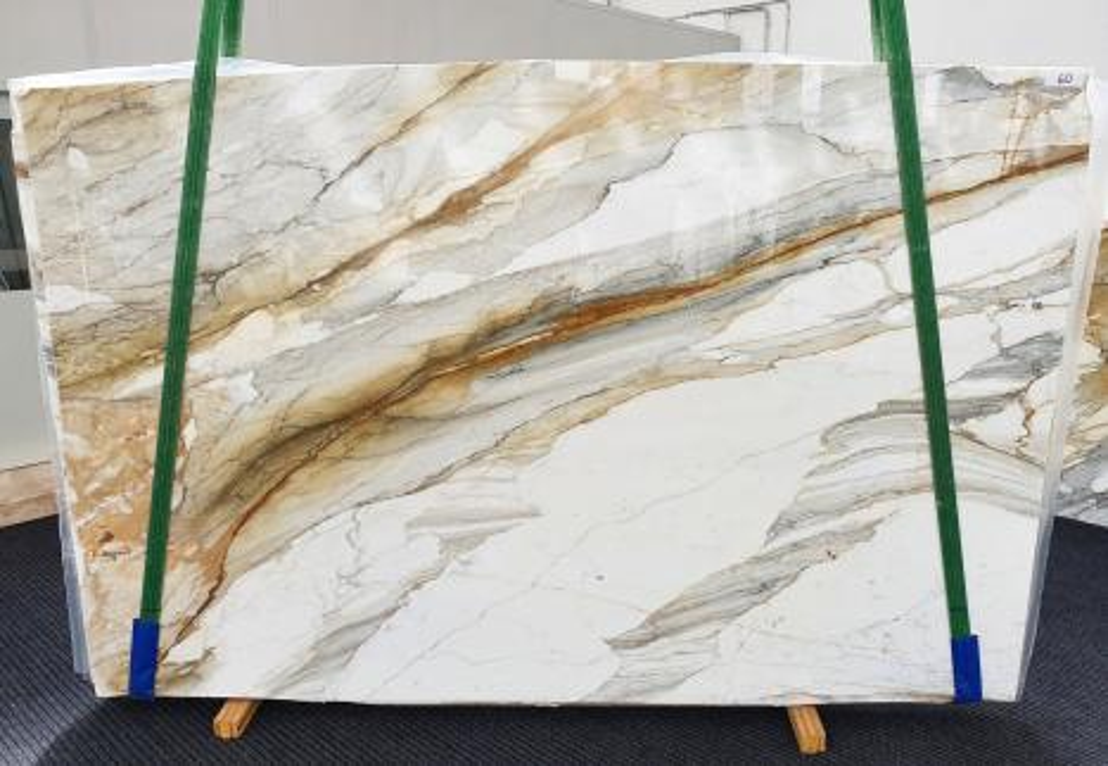 CALACATTA MACCHIAVECCHIA polierte Unmaßplatten 1354 aus Natur Marmor , Slab #60: Lieferung Veneto, Italien