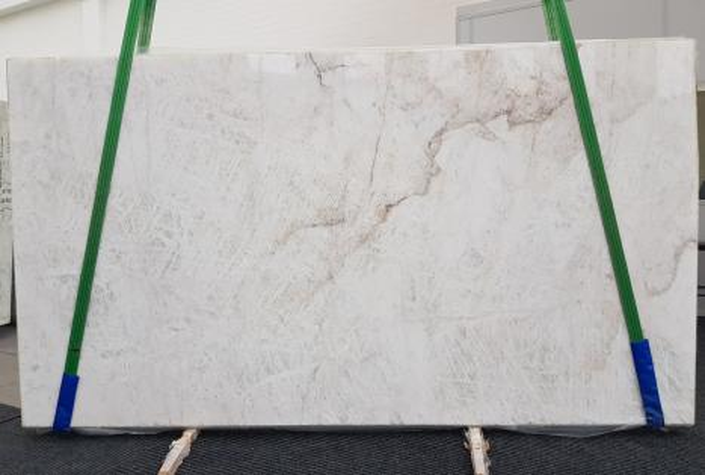 CRISTALLO geschliffene Unmaßplatten 1163 aus Natur Quarzit , Slab #01: Lieferung Veneto, Italien